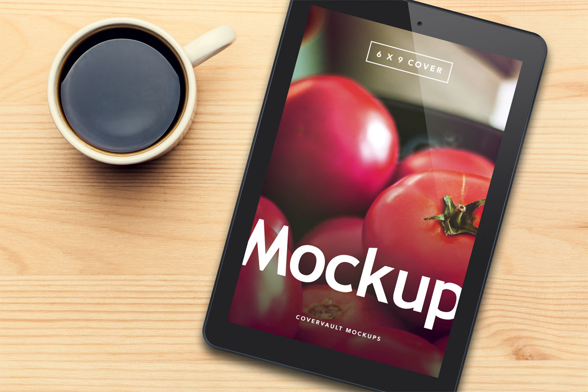 ereader tablet ipad template mockup coffee cup wood table PSD